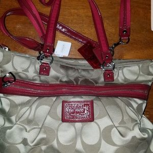 NEW with tag! Coach 20026 Daisy Signature tote pur